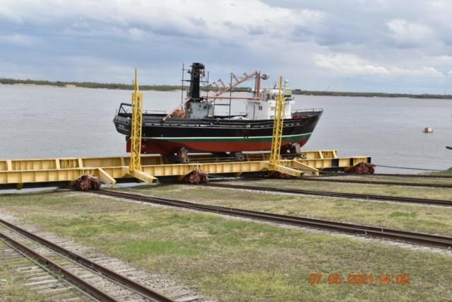 К Дню Победы благовещенские корабелы спустили на воду новый сейнер.